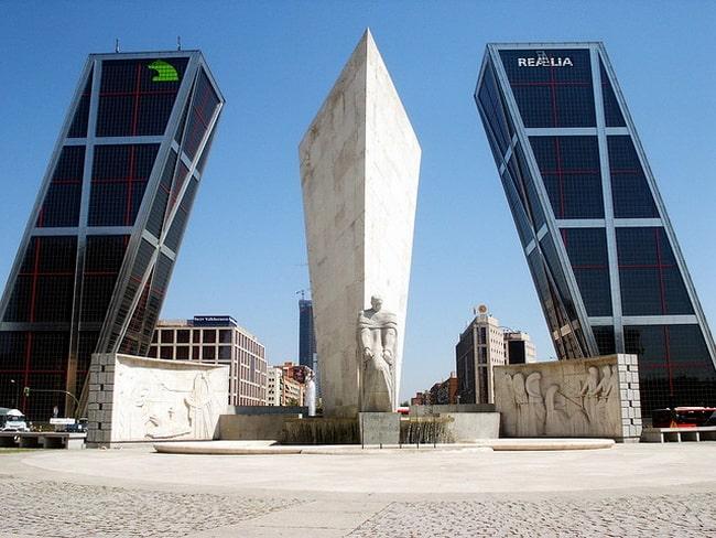 Puerta-de-Europa-Towers-2