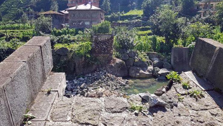 300 Yıllık Taş Kemer Köprü Yıkıldı