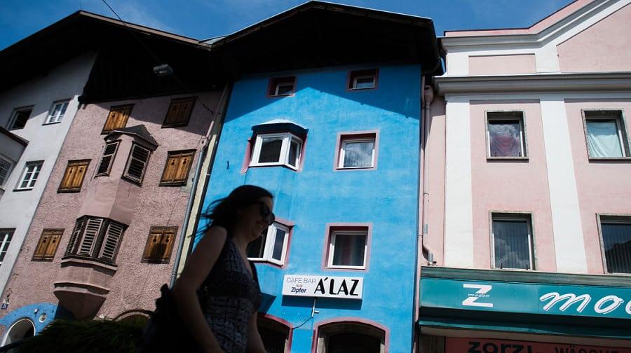 Avusturya'da Bordo Mavi Aşkı Duvar Boyatttı