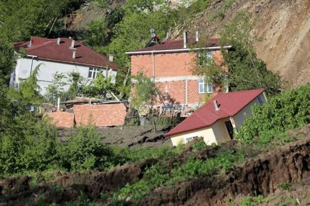 Heyelan Sonrasında 67 Bina Mühürlendi