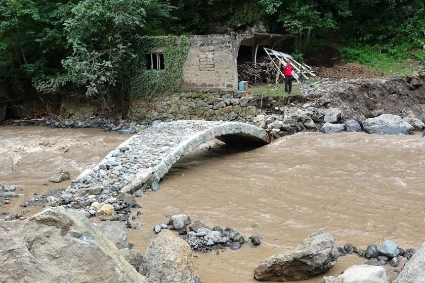 Trabzon Araklı'da Sel Felaketinde Tarihi TaşKöprü