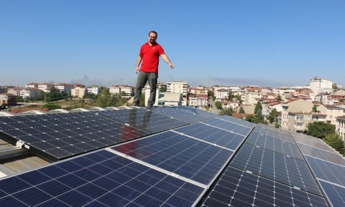Çatıda Elektrik Üretip Dağıtım Şirketlerine Satıyor