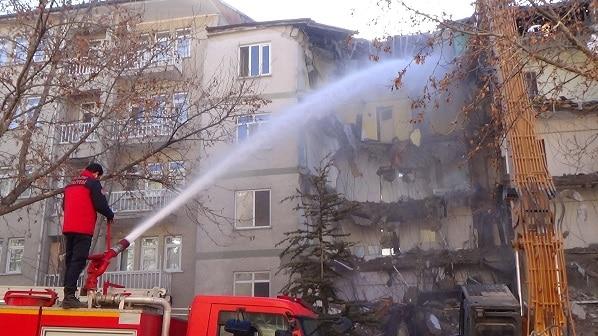 https://www.sanalsantiye.com/bakan-soylu-elazig-depreminin-ardindan-bin-binanin-yikimi-gerceklestirildi/